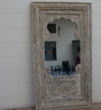 Spegel med utskuret mönster