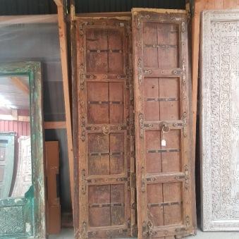 Vacker gammal dörr