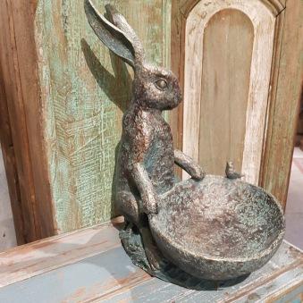 Fågelbad Hare