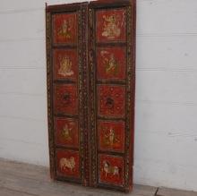 Antik dörr med målat motiv.