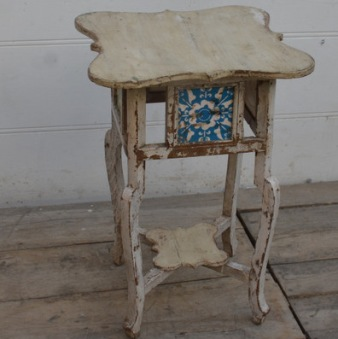 Vintage bord med kakelplattor