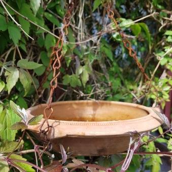 Handgjort fågelbad