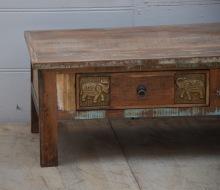 Soffbord med lådor