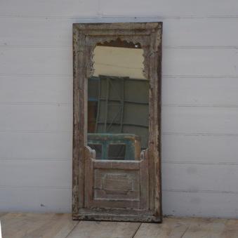 Spegel med massiv träram