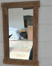 Spegel med gammal ram