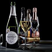Konstfoto med champagneflaskor
