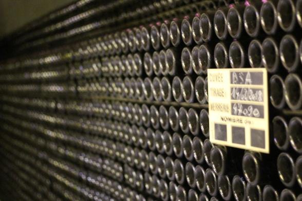Och här ligger flaskorna i långa rader och blir till …