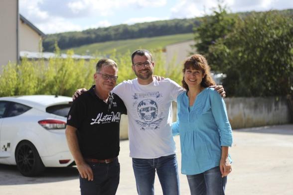 Vilka härliga champagnevänner vi har! På bild från vänster Micke, Lucien och Coralie.