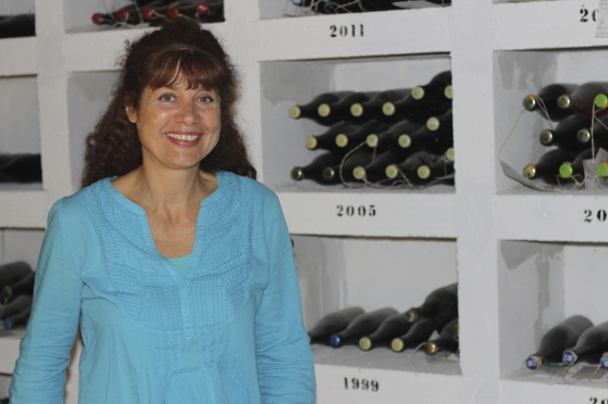Coralie visade oss de finaste och äldsta flaskorna. Deras egen skatt.