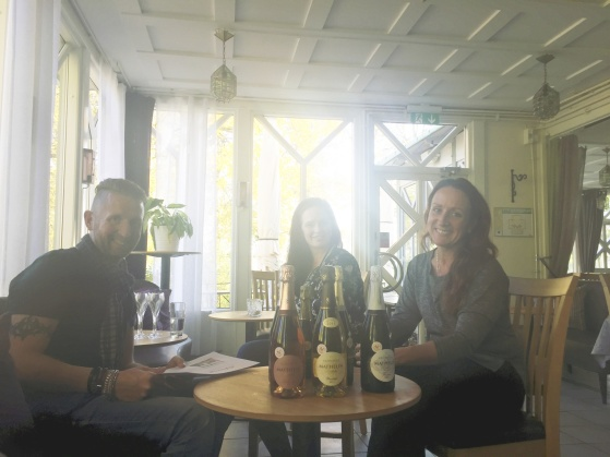 Champagne Mathelin finns nu också på den fina restaurangen Slottspaviljongen i Mariefred hos Tobias, Emilia och Helena.