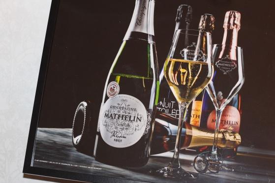 ARC-EN-CIEL DE CHAMPAGNE (högblankt fotopapper, format: 70 x 50 cm och 40 x 30 cm). Regnbåge med champagne.