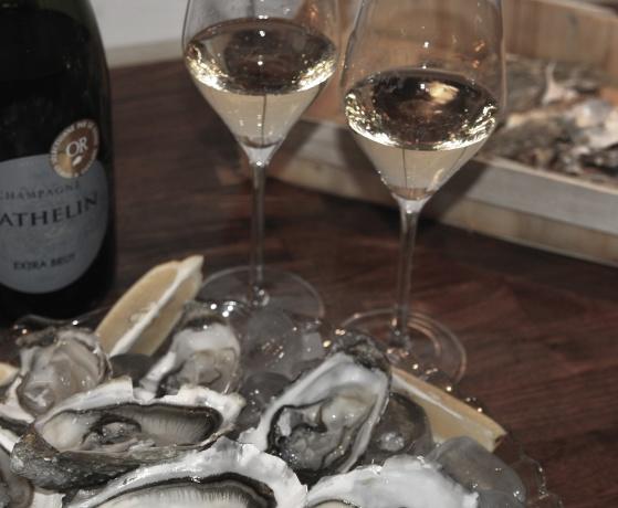 Ostron och vår Champagne Mathelin Extra Brut är en perfect match!