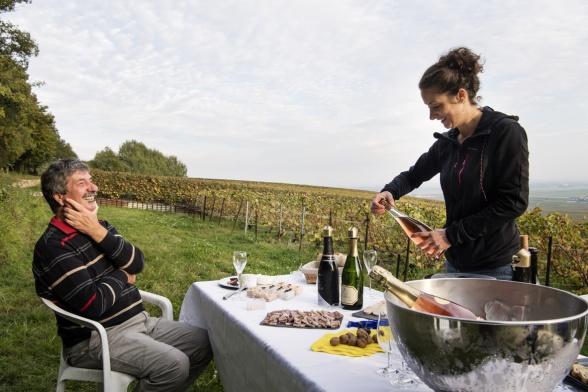 Två generationer vinmakare. Maud och Jean-François Plener, dotter och pappa.