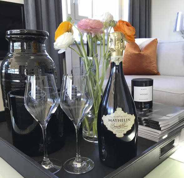 Ha alltid en flaska champagne hemma med vår champagneprenumeration. #Vardagslyx.