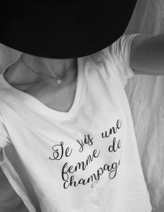 Vit champagne t-shirt. Foto: Victoria Khatib