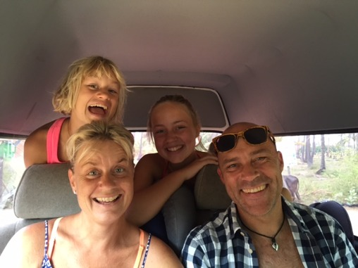 Så här glada var vi när vi startade vår resa hem...