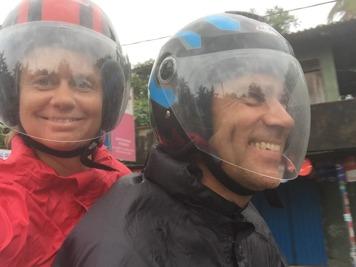 På Humlan på väg till Galle i regnet!