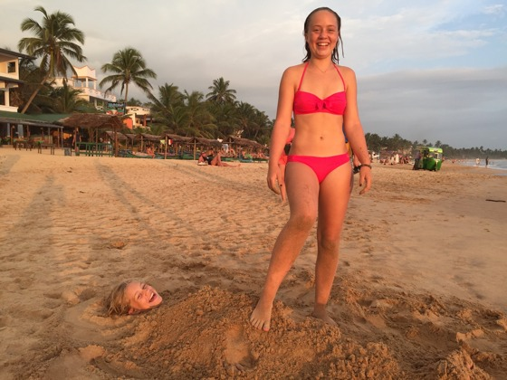 Glada barn på stranden!