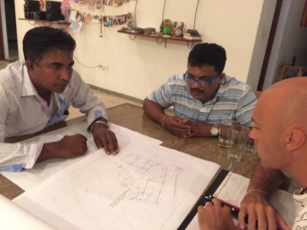 Byggmöte med arkitekt och lankesisk partner, Janaka.