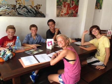 Klasskompisar på vift i Galle en lördag!