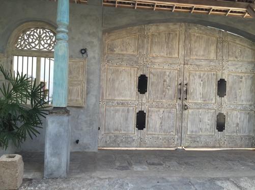 En av alla vackra fasader i fortet!