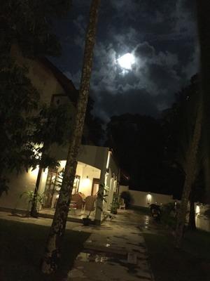 Fullmåne över Babelena house
