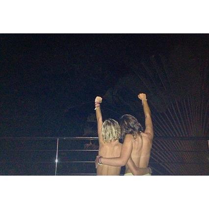 Starka tjejer i tropikerna! Upp till kamp:)