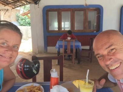 I bakgrunden sitter servitören och räknar...dricks kanske;)