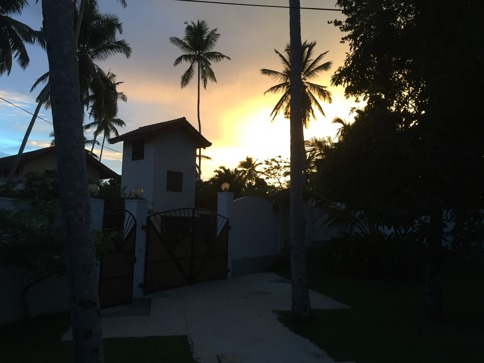 Vacker solnedgång i Hikkaduwa.