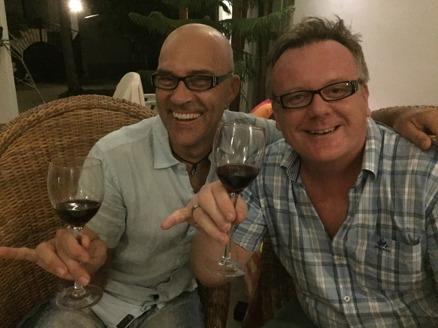 Glada gubbar med läsglasögon från Ge-kås...