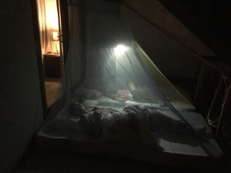 Balkongcamping under stjärnströsslad lankesisk himmel, vad mer kan man önska en fredagskväll?