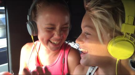 Sjungande discotjejer i Tuk-tuken på väg hem