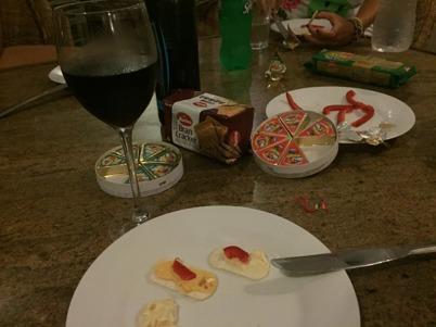 Ost, kex och vin a´ la Sri Lanka.