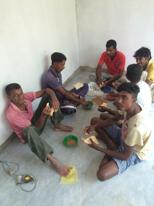 Lunchdags i Majas sovrum.