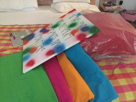 En tavla är färdig som matchar de härliga färgerna på kuddarna...