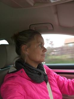 En galet laddad och livsfarlig:) Carin bakom ratten på väg hem från en grym arbetsdag!
