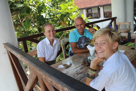 En sen lunch på Minut by Tuk-tuk.