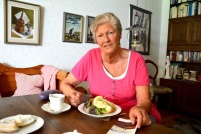 Bild Anita Gunnar lyfter ett problem som det inte pratas mycket om, saknade barnbarn. Hon kommer i höst leda en studiecirkel för mor- och farföräldrar som inte får träffa sina barnbarn. Foto: Petra Ös