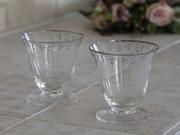 Glas på fot med silverranka