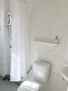 Bathroom/Yellow room. Renovated in autumn 2017.