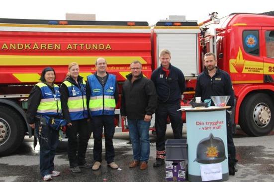 FRG Sollentuna i samverkan med räddningstjänsten under öppet hus hos Brandkåren Attunda.