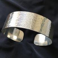 A1725  ca 2 cm brett hamrat/borrat   Pris 1400kr