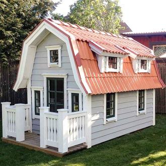 Lekstuga Ålvsjö, en specialbeställning till en kund i Älvsjö som ville ha en lekstuga som sitt ser ut som en miniatyr av deras riktiga hus.