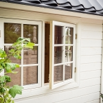 Dellas Garden Bexhill 3 Vit med fönster och svart tak-5