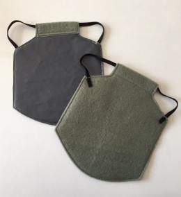 Ryggskydd i grå vaxduk, välj storlek
