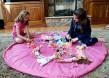 Lekmatta som enkelt dras ihop  - Rosa lekplatssförvaring