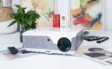 Grym projektor med 7000 Lumens & 50 graders keystone