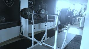 Mitt mål om 2 veckor var att ta 80 kg i knäböj men min kära kollega och PT som gjorde upp en plan till mig utgick från min start, satte 90 kilo - 1,5 gånger min kroppsvikt. I mina ögon när jag fick pr