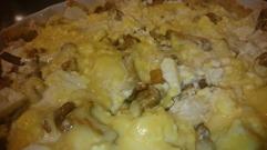 Godaste pajskalet som är glutenfritt och hälsosamt för hela familjen görs på 4 dl mandelmjöl, 25 gram smör, 1 ägg & 1 dl ost som du har rivit. Blanda ihop allt till en deg, tryck ut i formen. In i ugnen på 200-225 grader i 10-15 min tills skalet precis börjat få LITE färg. Fyller sedan med valfritt innehåll och in igen tills pajen fått fin färg.