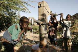 Bild lånad från Unicef;s hemsida. Rent vatten är inte självklart för alla!